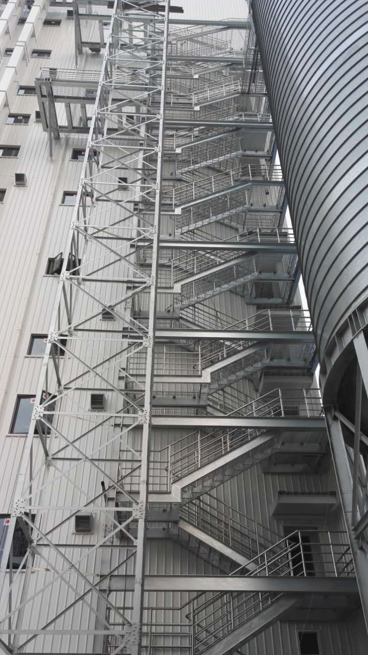 天津嘉吉飼料室外鋼梯+檢修馬道